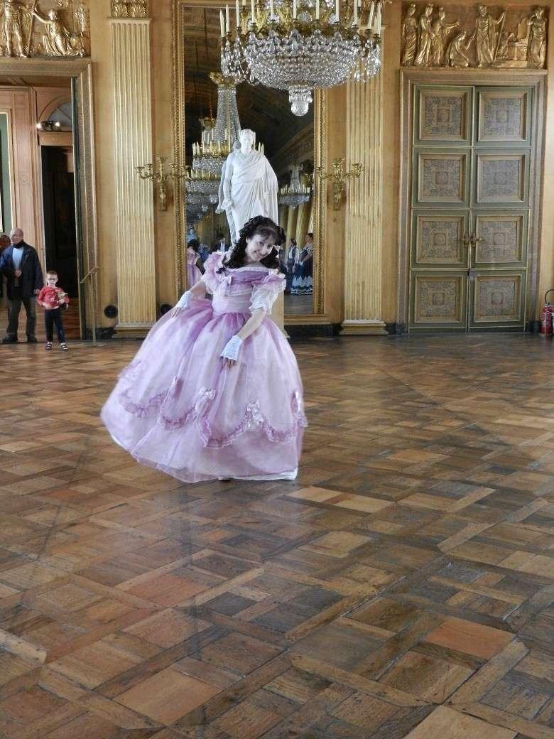Palais impérial de Compiègne en crinoline et reconstitution du tableau de Winterhalter août 2014 Dscn6111