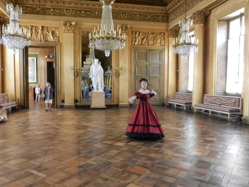 Palais impérial de Compiègne en crinoline et reconstitution du tableau de Winterhalter août 2014 Dscn6112