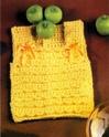 МАТЕРИАЛЫ - 100 акриловой пряжи желтого цвета, 3 пуговицы в тон и 20 см атласной ленты.