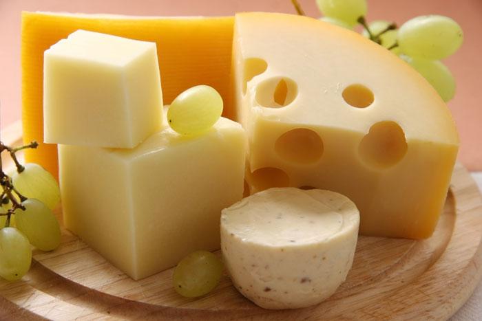 Роспотребнадзор присмотрелся к украинским сырам и запретил их ввоз