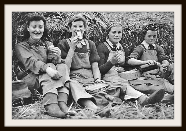 Land Girls 800211